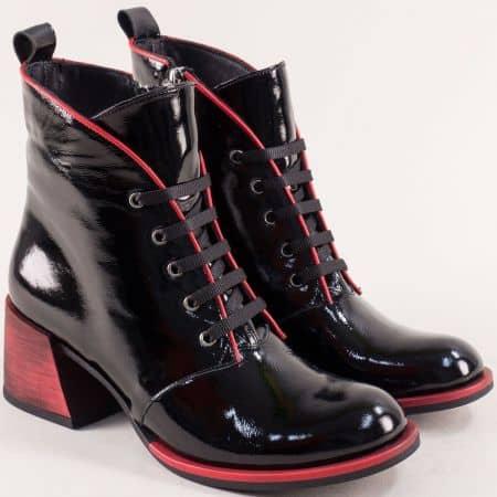 Модерни дамски боти в естествен черен лак с червен ток 062123lchchv