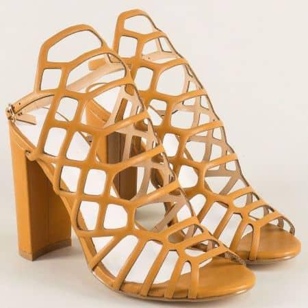 Кафяви дамски сандали с модерна визия на висок ток 081250k