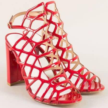 Атрактивни дамски сандали на висок ток в червен цвят 081250lchv