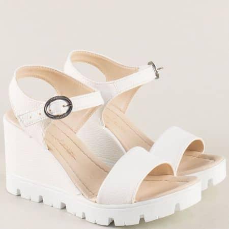 Бели дамски сандали на платформа с катарама 100760b