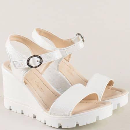 Бели дамски сандали с перлен блясък на платформа  100760bb