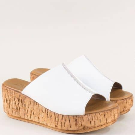 Бели дамски чехли от естествена кожа на платформа 10008b
