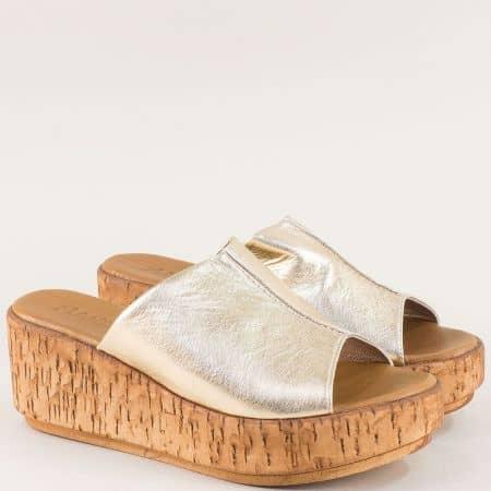 Златни дамски чехли на платформа от естествена кожа 10008zl