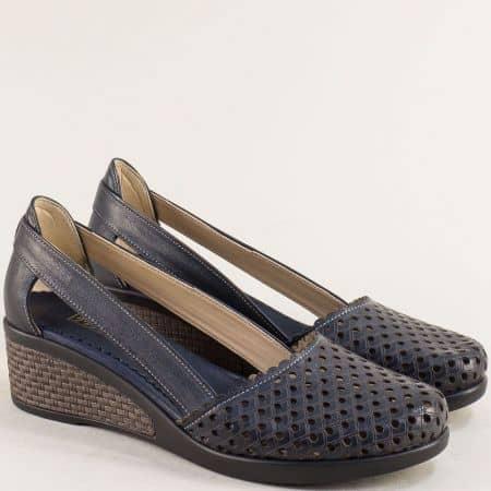 Тъмно сини дамски обувки на клин ходило от естествена кожа на дупки 10020450ts