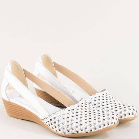 Кожени дамски сандали с лазерна перфорация в бяло 1004578b