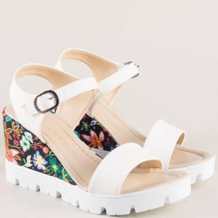 Бели дамски сандали на платформа с флорален принт 100760chps
