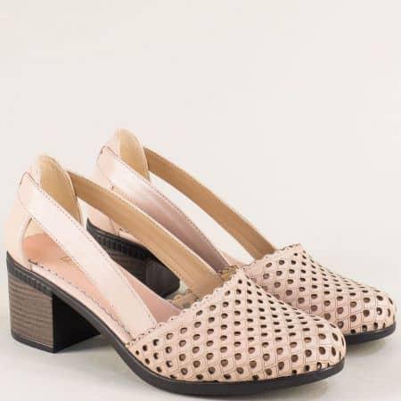 Дамски обувки с перфорация от кожа на среден ток в розов цвят 1009559rz