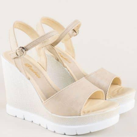 Дамски сандали на платформа в бежов цвят 10243bj