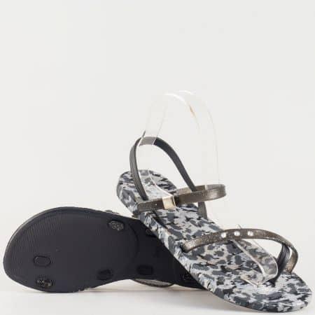 Дамски гумени сандали с атрактивна визия и камъчета на удобно ходило в черен и сив цвят 1056ch