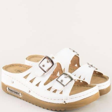 Бели дамски чехли на комфортна платформа с анатомична стелка 10677b