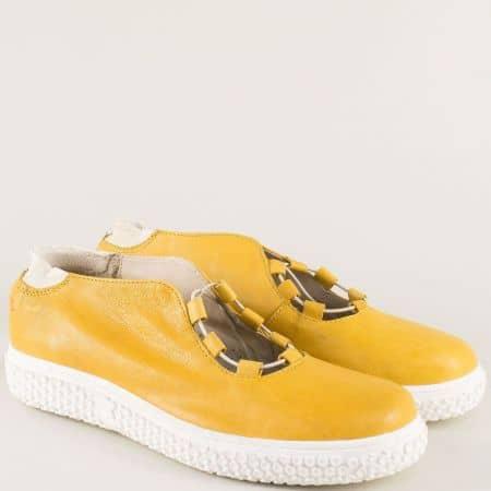 Кожени дамски обувки с ластични връзки в жълт цвят 110318j