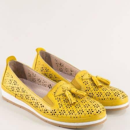 Комфортни кожени дамски обувки в жълт цвят 110320j