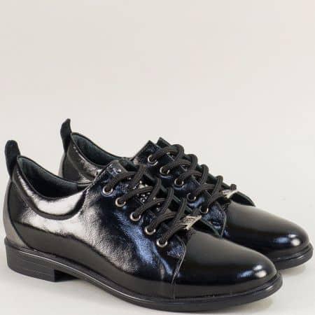Лачени дамски обувки в черен цвят с кожена стелка 1104050lch