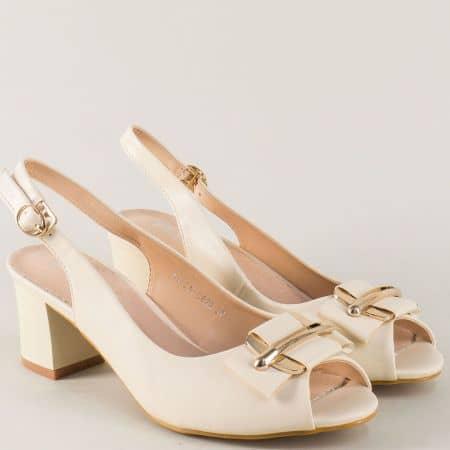 Бежови дамски сандали на стабилен среден ток  110622bj