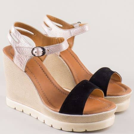 Дамски сандали от естествена кожа и велур в черно и сребро на платформа 1107vch