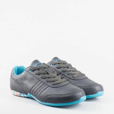 Дамски маратонки, в приятна комбинация от сива еко кожа и синьо ходило 111-40sv