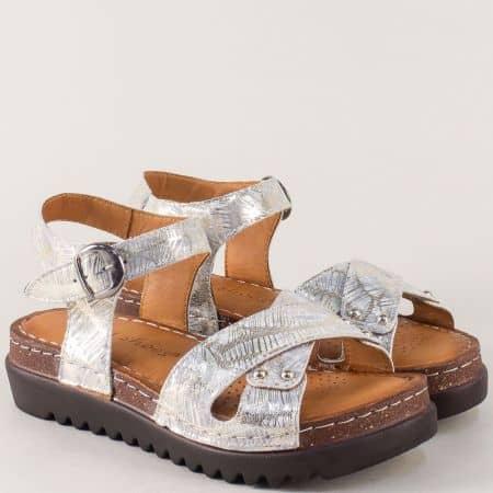 Кожени дамски сандали в златисто на платформа 1175zl