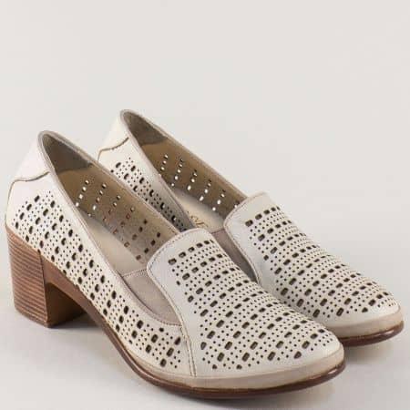 Перфорирани дамски обувки на среден ток в бежов цвят 11848bj