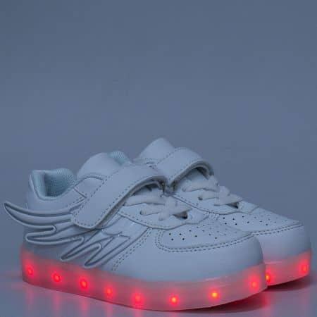 Светещи детски обувки в бяло с връзки и лепка  1199-35b