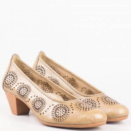 Кафяви дамски обувки на среден ток от естествена кожа с перфорация- български 12200868k