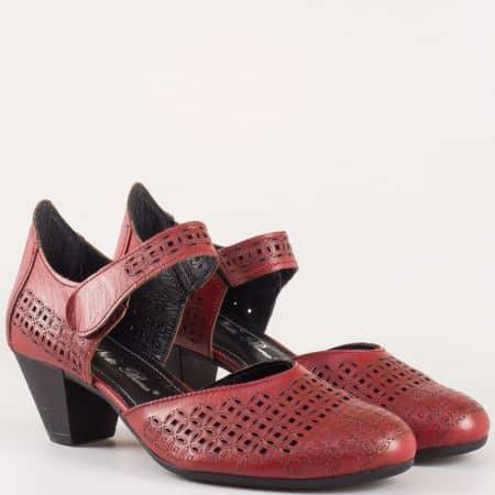 Леки и удобни дамски обувки н среден ток от естествена кожа в цвят бордо с лазерна перфорация и лепка- Nota Bene  12200917bd