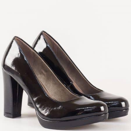 Лачени дамски обувки в черен цвят на висок ток и стелка с  вградена Memory пяна на немският производител Tamaris 122435lch