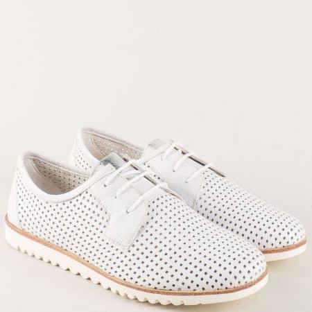 Бели дамски обувки от перфорирана естествена кожа 123603b