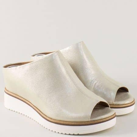 Златисти дамски чехли Tamaris от естествена кожа на платформа 127200zl