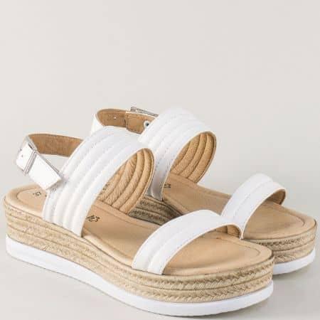 Бели дамски сандали на платформа с катарама- Tamaris  128361b