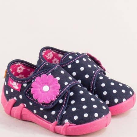 Модерни и комфортни детски пантофи за момиченце с лепка, изработени от текстил на точки 1311021st