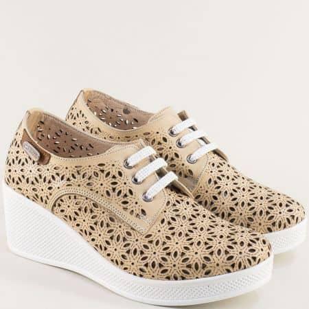 Бежови дамски обувки с перфорация на платформа 13114810bj