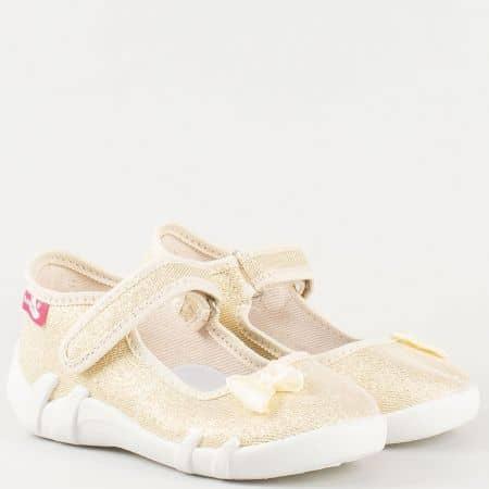 Златни детски обувки тип пантофки с панделка 13139zl