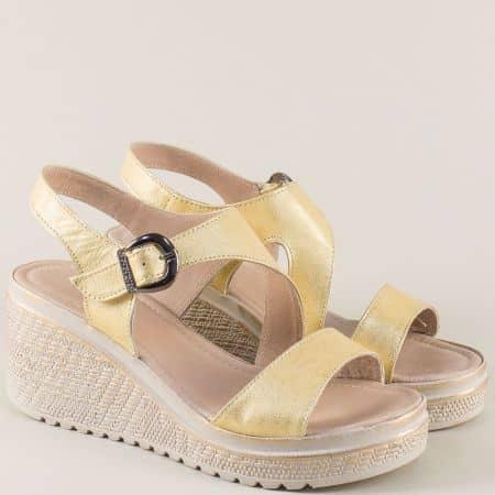 Златни дамски сандали от естествена кожа на платформа 1391712zl