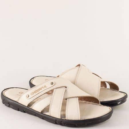 Бежови мъжки чехли на комфортно равно ходило от естествена кожа 1420bj