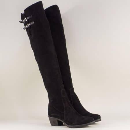 Велурени дамски ботуши в черен цвят на комфортен среден ток 1448vch
