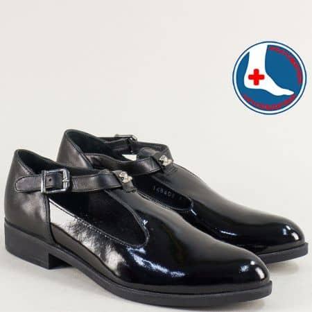 Лачени дамски обувки в черен цвят с кожена стелка 145405lch