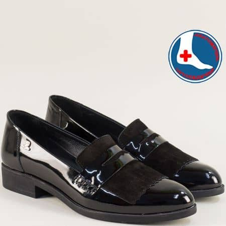 Дамски обувки на нисък ток от естествен лак в черен цвят 145427lch