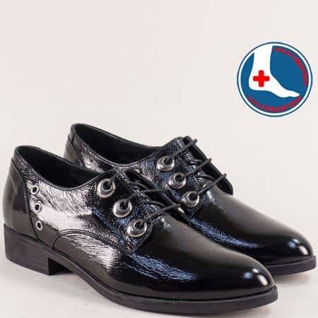 Лачени дамски обувки в черно с кожена стелка  145446lch