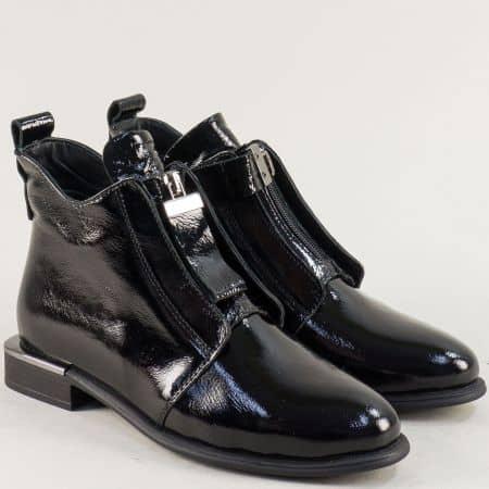 Дамски боти с цип от естествен лак в черен цвят 1481548lch