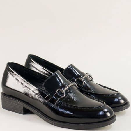 Дамски обувки от естествен лак на нисък ток в черно 1519lch