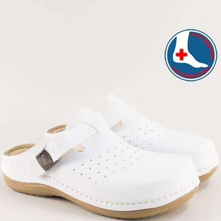 Дамски чехли с перфорация и затворени пръсти в бяло 154149b
