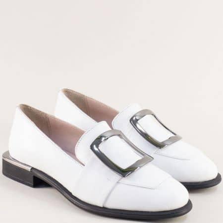 Бели дамски обувки от естествена кожа с декорация 1541b