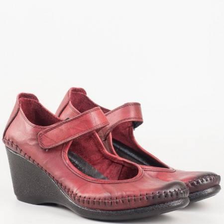 Ортопедични дамски обувки на клин ходило в цвят бордо с коланче и велкро лепенка 1555327bd
