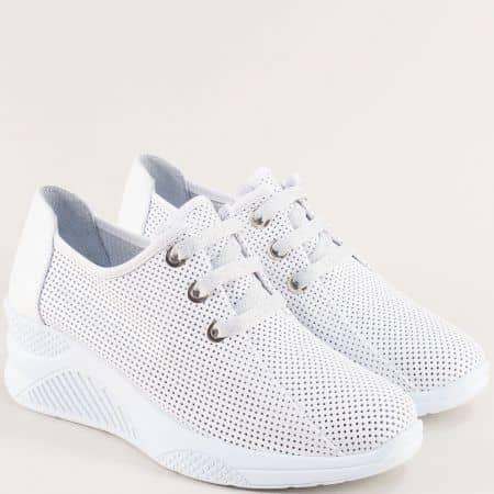 Кожени дамски обувки с връзки и перфорация в бяло на платформа 1575b