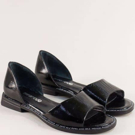 Черни дамски сандали със затворена пета от естествен лак 1601132lch
