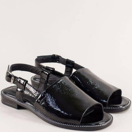Черни дамски сандали от естествен лак на равно ходило 160127lch