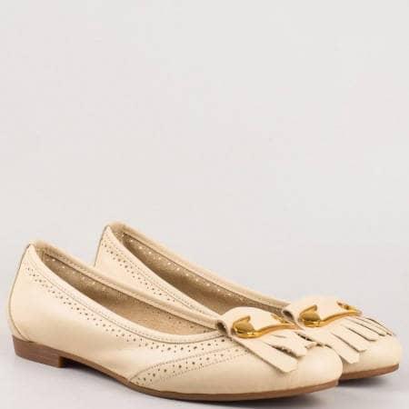 Бежови обувки- дамски за всеки ден с метален орнамент от естествена кожа с перфорация 16204bj