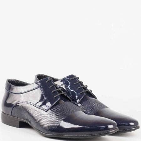 Елегантни мъжки обувки с връзки от естествен лак в тъмно син цвят 16039ls