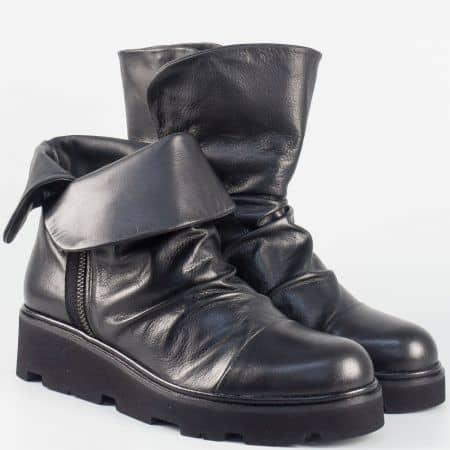 Дамски кожени боти в черен цвят на платформа- български производител 16182ch