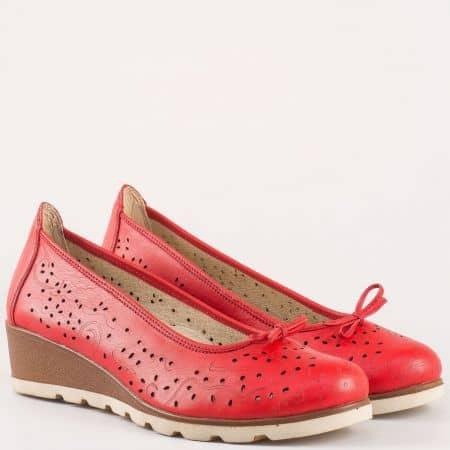 Дамски обувки на анатомично ходило от естествена кожа с перфорация в червен цвят 16233933chv
